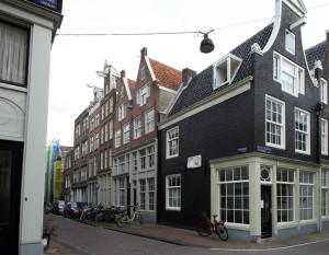 Claes Claeszhofje (tussen de Tuinstraat en Egelantiersstraat)